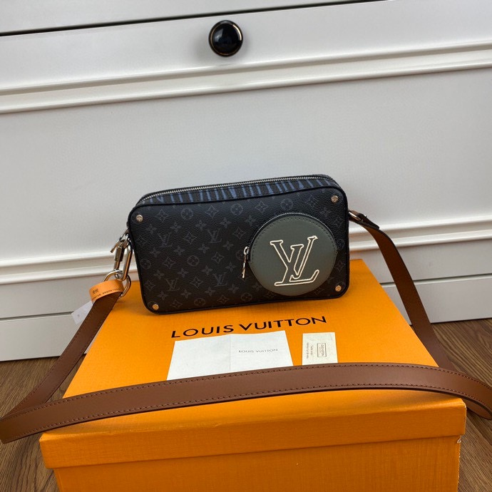 Louis Vuitton,路易威登新款手包,22*14*5.5cm